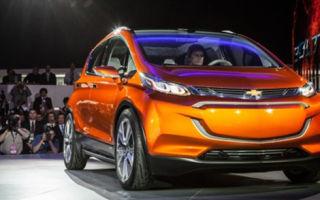 Шевроле демонстрирует концепцию «доступного» электромобиля Chevrolet Bolt на автошоу в Детройте
