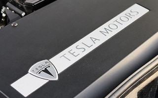 Tesla выпускает новую домашнюю батарею