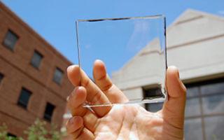 Новые прозрачные солнечные панели превратят смартфоны в генераторы энергии