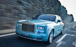 Электрический Rolls-Royce заряжается без проводов