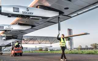 Солнечный самолет готовится перелететь Тихий океан