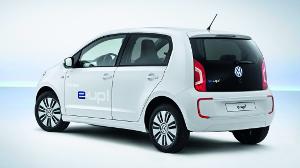 Volkswagen анонсирует свой первый серийный электрический автомобиль – E-Up!