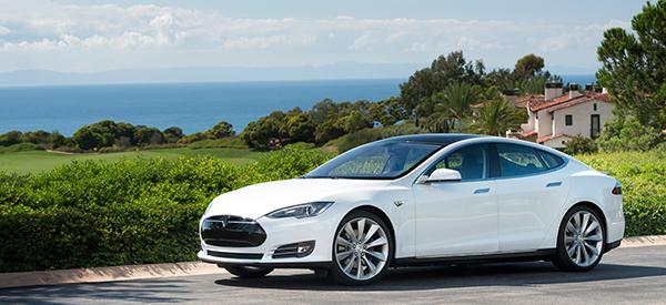 Tesla объявляет о запуске программы быстрой замены батареи для автомобиля Model S