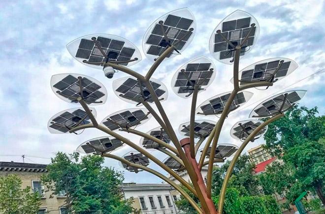В Кишиневе появились 2 солнечных дерева