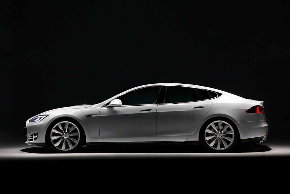 Новая технология Tesla Motors позволит проехать 640 км на одном заряде