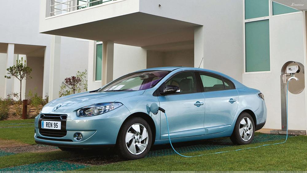 Side-Pose-Of-2012-Renault-Fluence-ZE-In-Blue